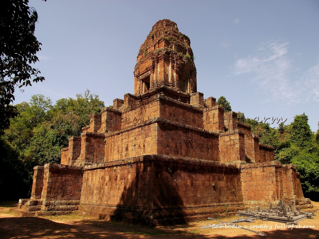 temple-prasat-baksei-chamkrong-angkor-cambodia-5
